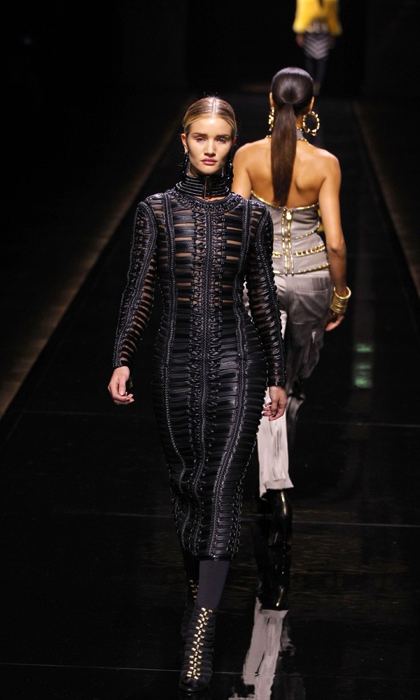 Rosie Huntington-Whiteley on the Balmain catwalk